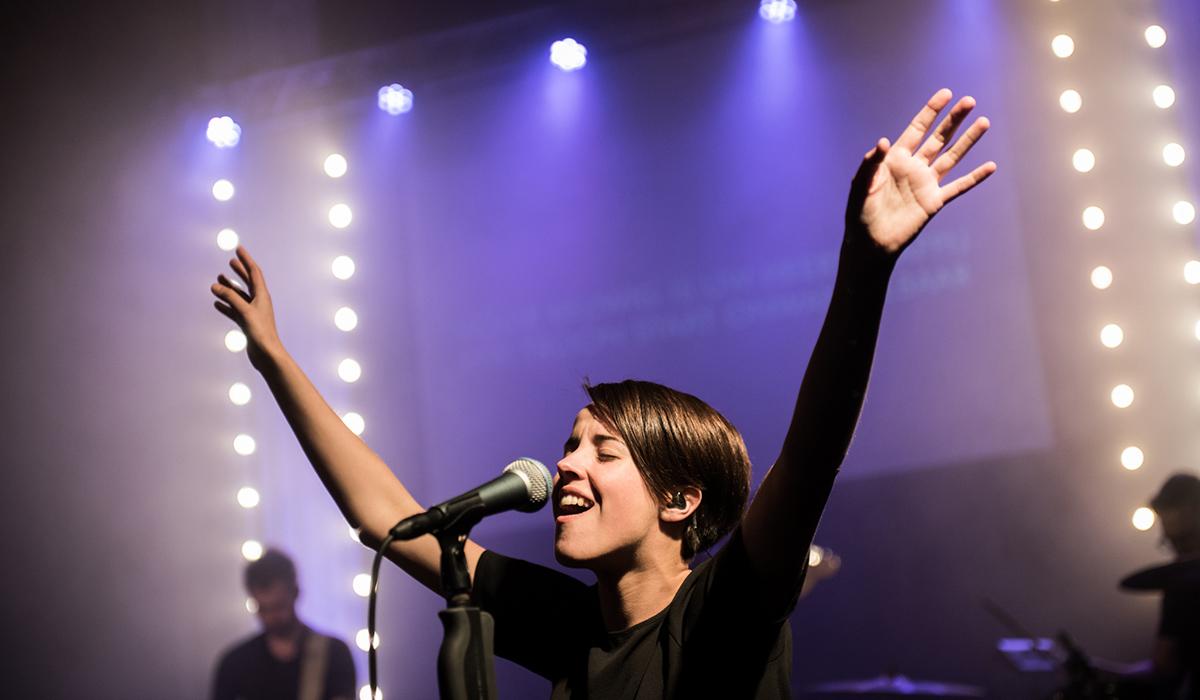 Elisah-van-der-Born-Worship